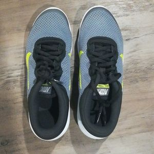 NEW NIKE boys 4Y shoes
